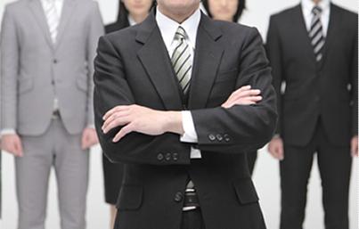 政府系金融公庫出身。異色の税理士が代表を務めます。